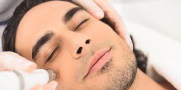 Chirurgie esthétique masculine : préférence pour les traitements faciaux