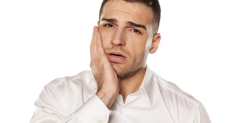 Comment soigner un abcès dentaire sous une couronne ?