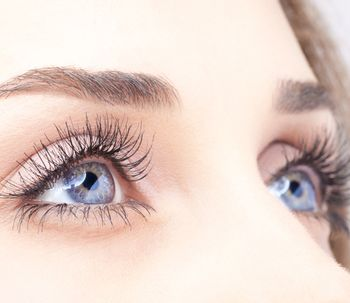 Focus sur la correction permanente de la chute des sourcils par suspension élastique
