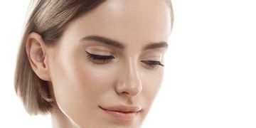 Un mini lifting du visage pour un effet rajeunissant naturel !