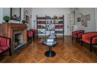 Salle d'attente principale du cabinet du Dr Serri