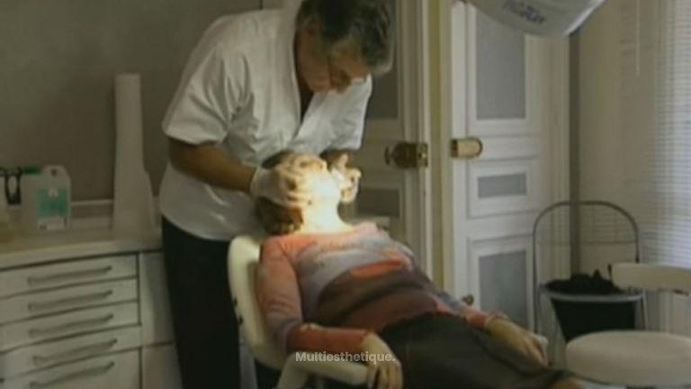 Séance d'injection d'acide hyaluronique et de Botox